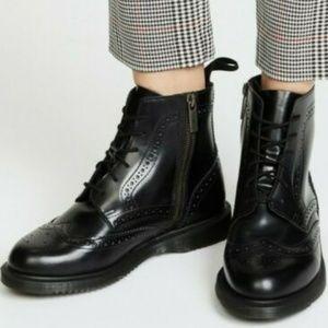 BNWOT Dr Martens Delphine Wingtip Shiny Boots SZ 5